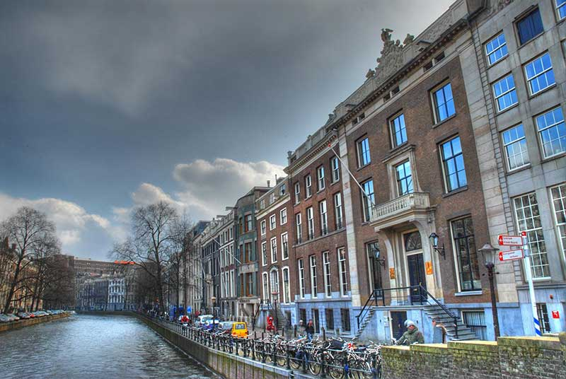 A picture of a canal in Amsterdam